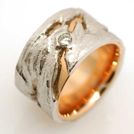 Ring in Rot/Weissgold mit Diamant